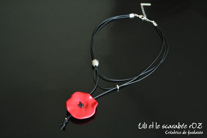 collier coquelicot cravate
