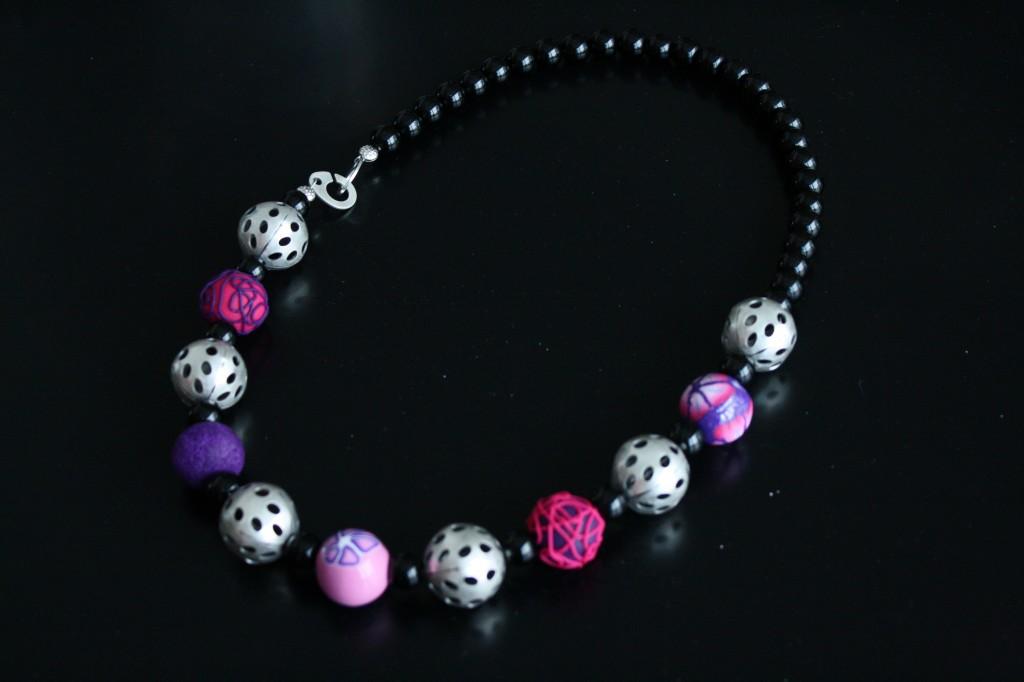 Collier nuit d'été - perles d'argile polymère et perles métalliques